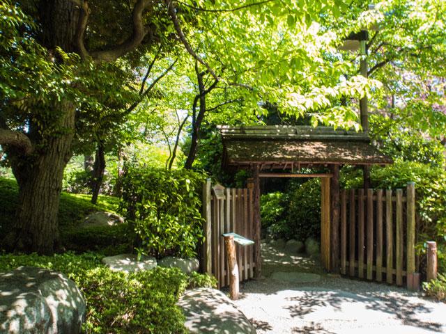 八芳園の庭園の門が閉鎖され出られない時の対応方法
