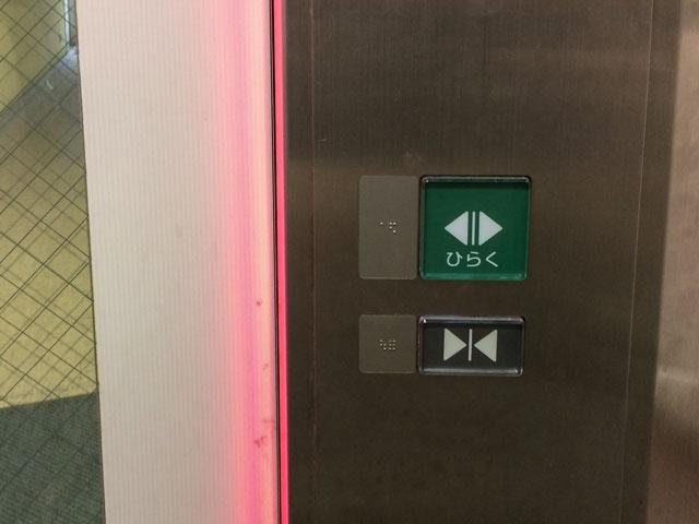 高輪コミュニティーぷらざのエレベーターのボタンが故障していて不便