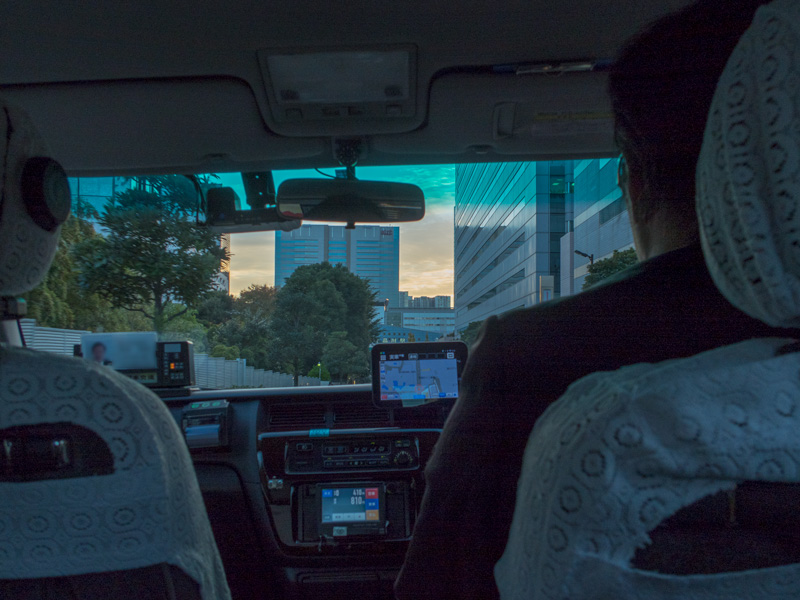 品川駅に向かうタクシーの車内