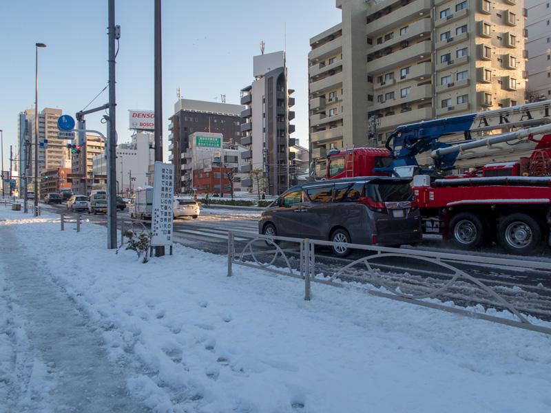 白金台1丁目、桜田通り沿いの雪の様子