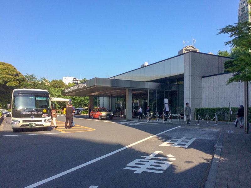 GINZAデラックスセールが開催中の都ホテル東京前