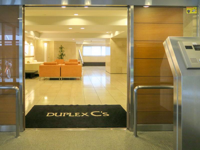 高輪デュープレックスC'sのフロント前のドア